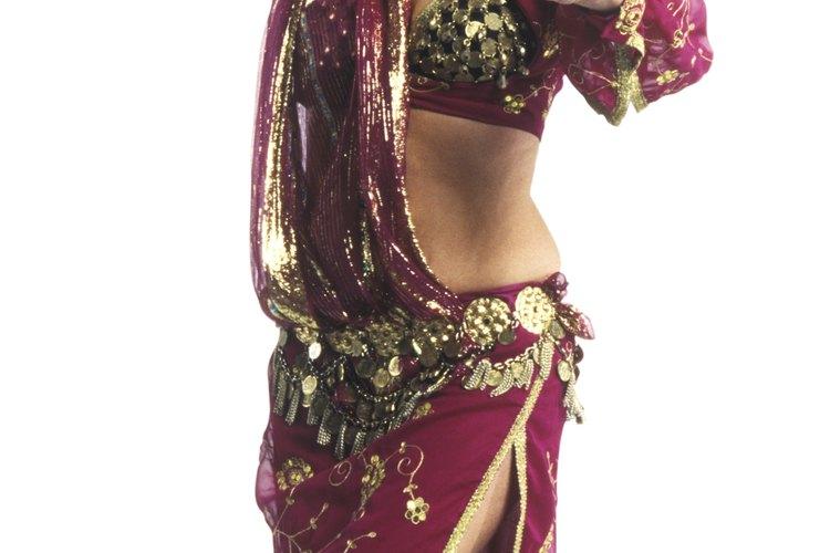 """Los disfraces de la danza del vientre pueden ser usados para un traje de """"las mil y una noches""""."""