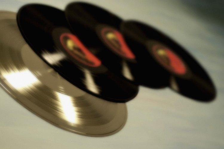 Envuelve un CD para regalo.