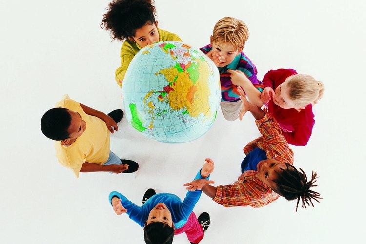 Las actividades internacionales enseñan a los niños sobre su mundo.