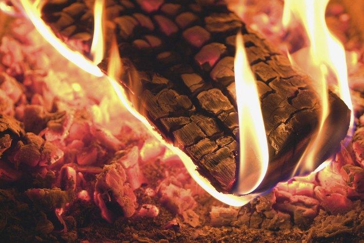 La ceniza de leña es una fuente tradicional de potasio para el suelo.