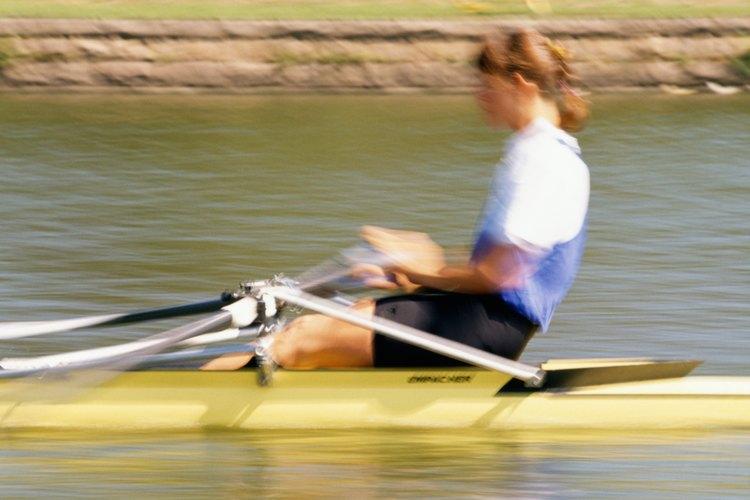 Los pantalones cortos de remos son muy cortos para evitar ser atrapados por el asiento deslizante de la canoa.