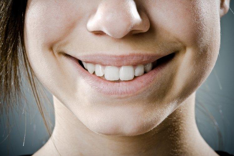 Consigue dientes más blancos naturalmente.