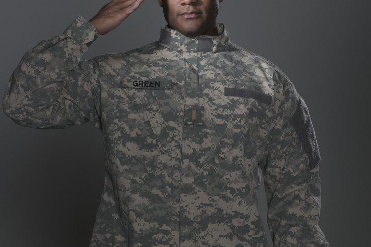El ACU se distingue por sus colores más claros que los de los viejos estilos de uniforme y por un patrón digital de camuflaje.