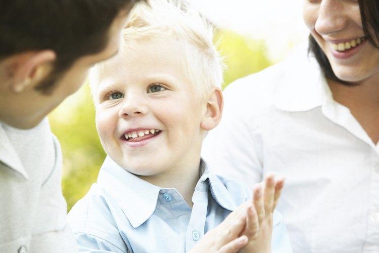 Los niños necesitan ver primero cómo se deletrean y se escriben sus nombres para poder reproducirlos posteriormente.