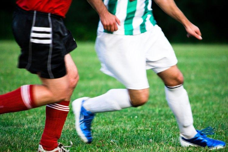 Los entrenadores de fútbol soccer profesional manejan equipos en distintos niveles.