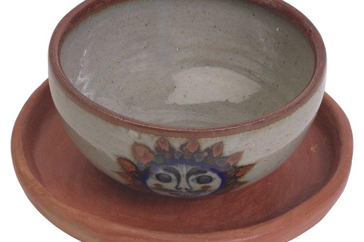 La vajilla de barro ha sido utilizada más que otras formas de vajillas.