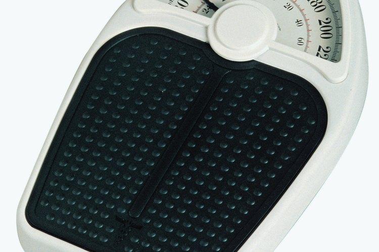 Los niños pueden usar una báscula básica para pesar objetos pesados.