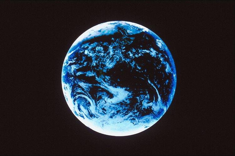 La Tierra parece azul desde el espacio exterior.