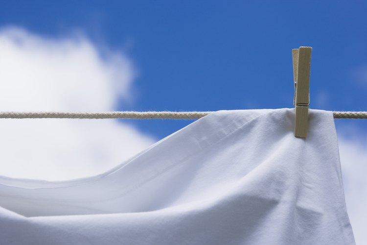 Una sábana colgante puede crear el Lugar Santísimo en el aula.