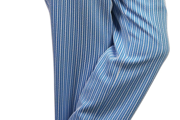 El poliéster es una tela hecha para los hombres y resistente a las arrugas.