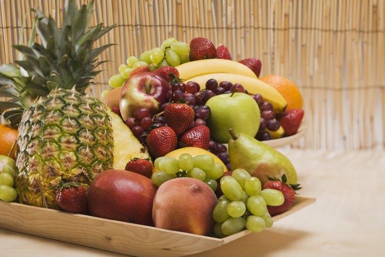 La fruta fresca es una parte necesaria de la dieta de una cacatúa.