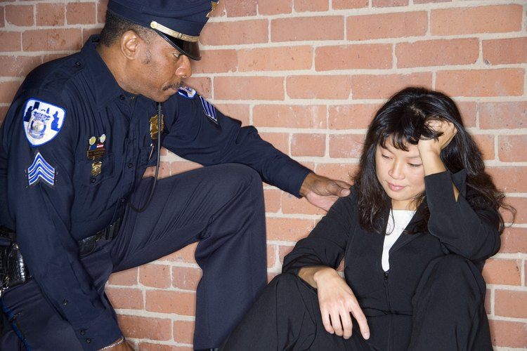 Los oficiales que muestran compasión calmarán a la gente con la que trabajan.