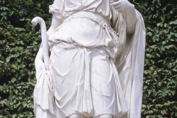 Los actores de las tragedias griegas generalmente usan túnicas largas y otros objetos para definir a su carácter.