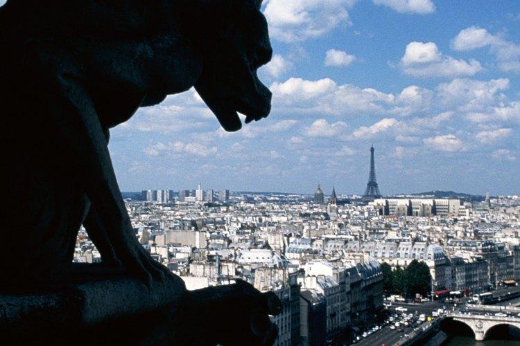 Las gárgolas de Notre Dame no son las únicas cosas extrañas en Paris.
