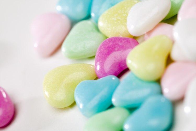Ilustra tus ejemplos usando grupos de dulces.