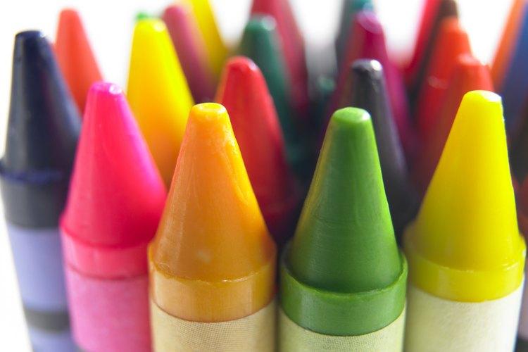 Puedes usar crayones rayados para colorear los dibujos del vitral.