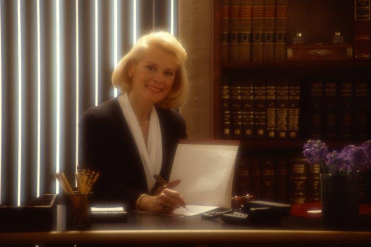 La presentación de una queja a una barra en contra de un abogado se traducirá en una investigación de las acciones del profesional.