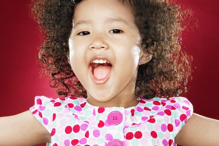 Los preescolares usan todo su cuerpo cuando cantan.