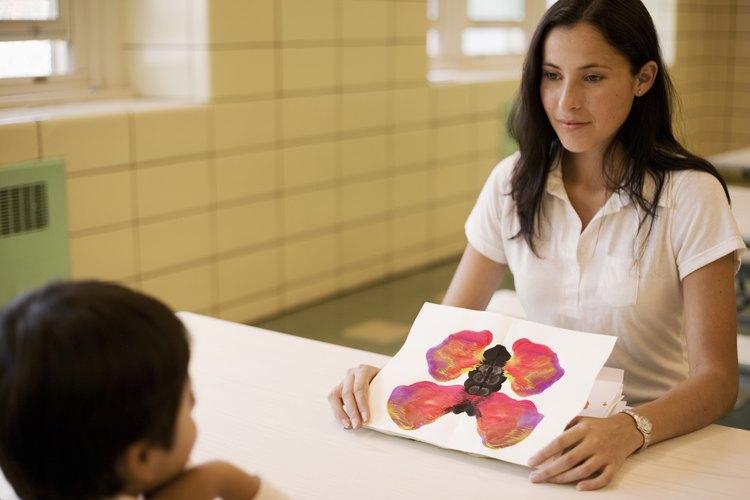 Un psicólogo infantil puede ser de ayuda en el tratamiento de la ansiedad del sueño.