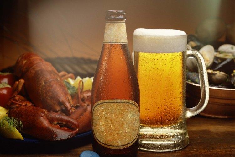 Sé el alma de la fiesta cuando sirvas tu cerveza de elaboración casera.