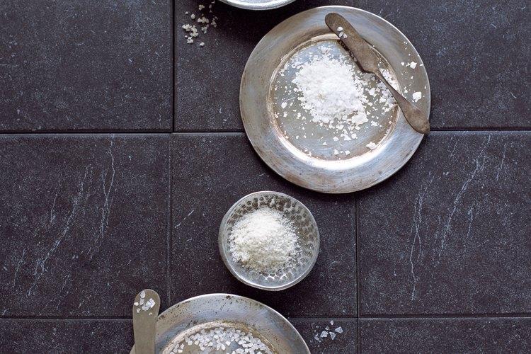 Usa sal gruesa para conservar carne de res.