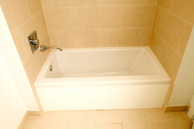 Los azulejos se utilizan comúnmente en los pisos de las duchas.