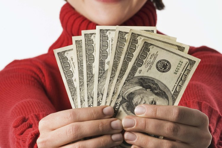 Fíjate si hay un cajero automático de American Express de dónde puedas retirar el dinero.