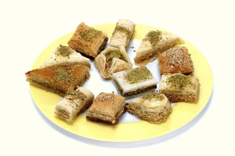 El baklava es un postre relleno con nueces.