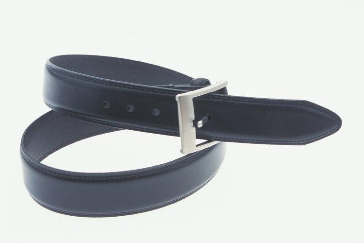 Añade un cinturón, cinta o lazo.