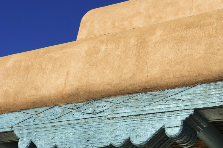 Las construcciones de adobe pueden ser simples o con diseños complicados.