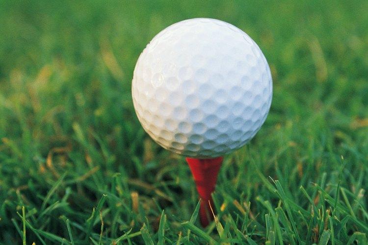 Las mujeres deben vestirse apropiadamente para ver su evento de golf favorito.