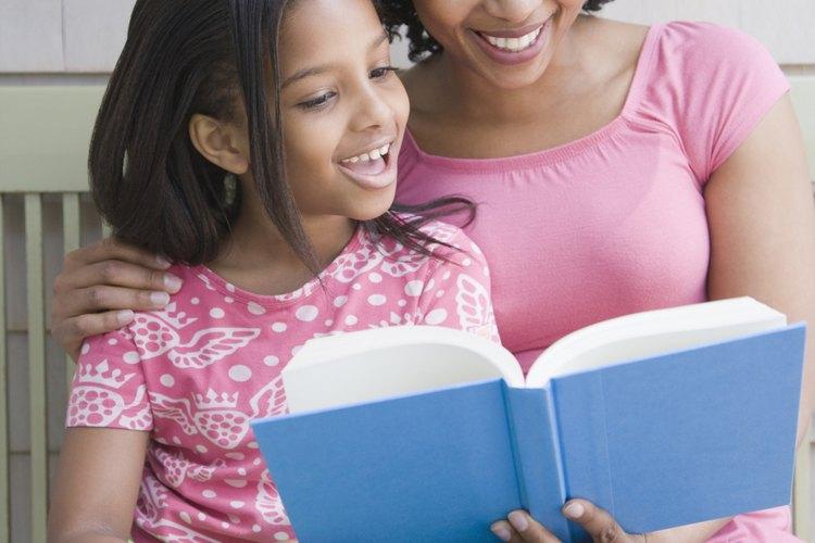 Los padres pueden mostrarle a los niños cómo hacer conexiones con la literatura compartiendo sus experiencias.