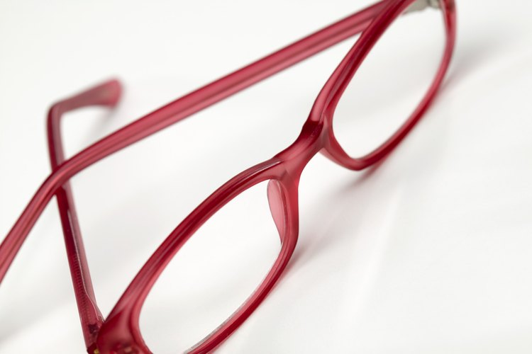 Los anteojos tienen cuatro partes principales.