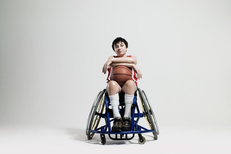 Los niños con discapacidad pueden participar en actividades recreativas al aire libre que como los deportes, se adapten a sus necesidades.