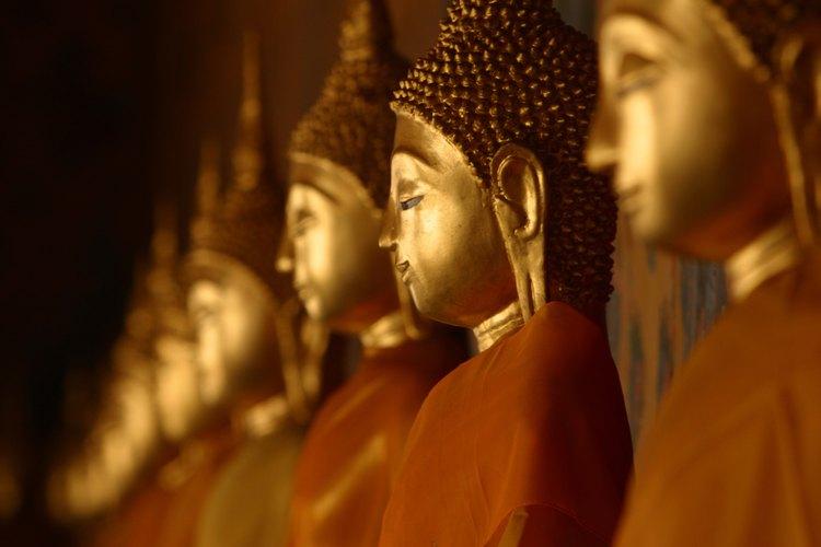 El budismo y el cristianismo son dos religiones importantes que son diferentes en la creencia y en la práctica.
