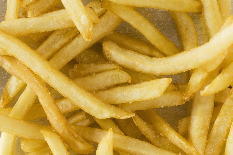 Las papas fritas retienen humedad de la grasa con la que se fríen.