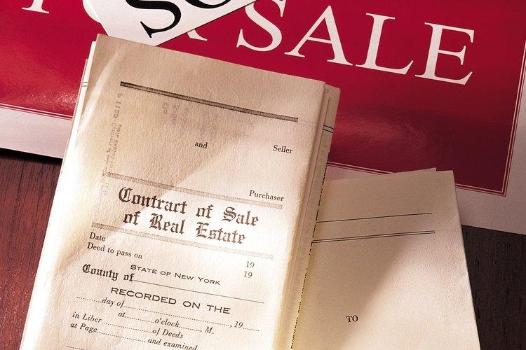 La escritura en una casa es la descripción legal de la propiedad inmobiliaria que pertenece a la parte nombrada.