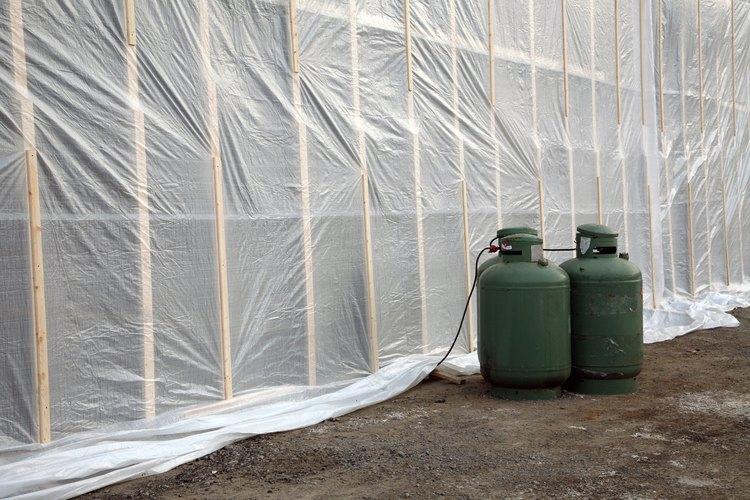 La lona de plástico es un tipo de barrera de vapor.