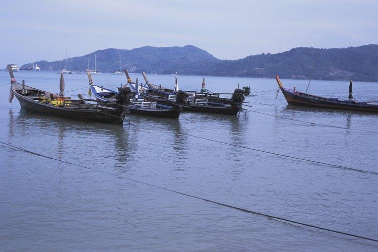 Las excursiones para buceo libre en barco desde Koh Lanta visitan sitios en las islas cercanas.