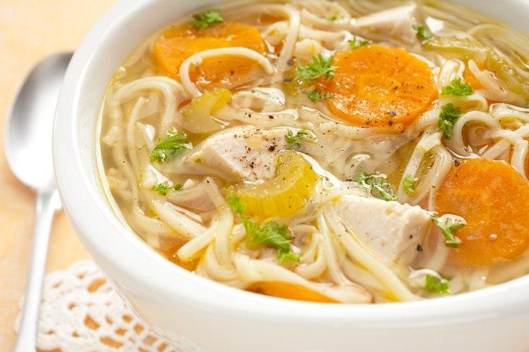 Sopa de fideos de pollo