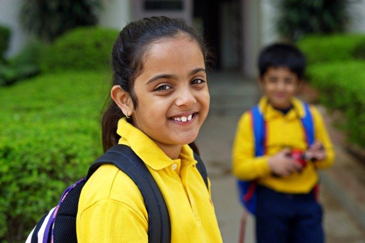 Los niños estudiantes de primaria también pueden disfrutar de actividades que animen su espíritu escolar como las que tienen los estudiantes de preparatoria.