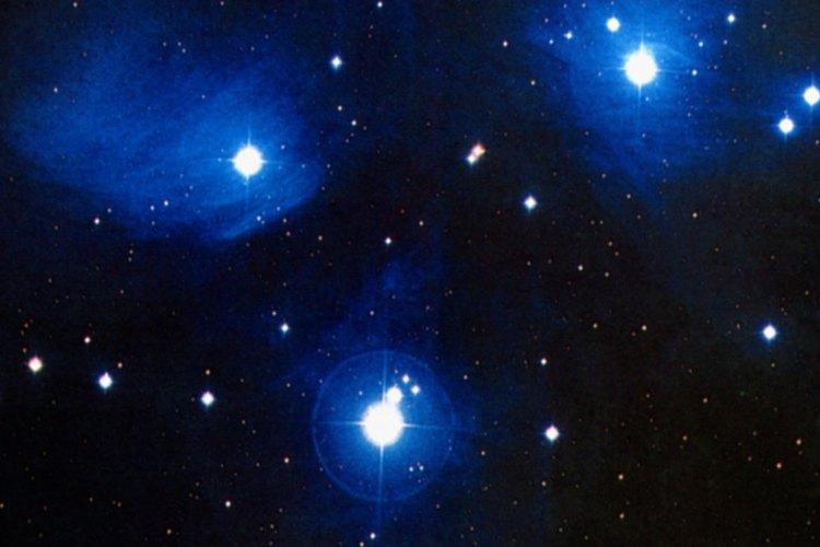 Observa bien las formaciones de las estrellas para obtener ideas de diseño.