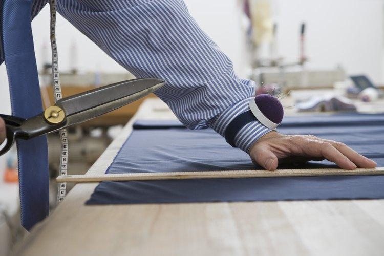 Corta a lo largo de los márgenes de costura para que no haya acumulación adicional de tela.