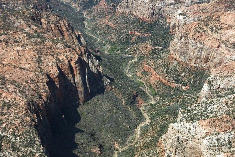 Los cañones del Zion National Park pueden proveer una vacaciones de senderismo llenas de color.