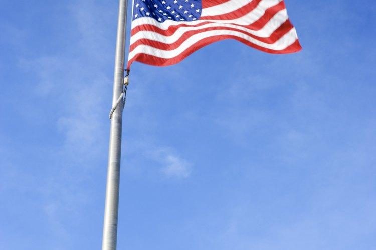 Las franjas rojas y blancas de la bandera de EE.UU. son el símbolo de las 13 colonias originales.