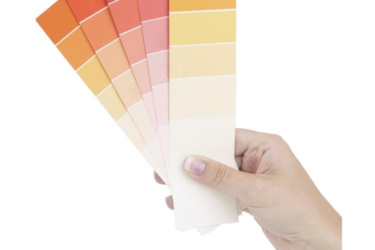 Pinta las habitaciones más grandes con un color más oscuro en las paredes y colores más claros en los bordes para crear una sensación de intimidad.