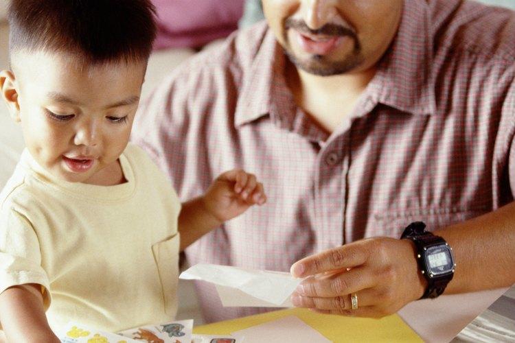 A muchos niños les encanta jugar con pegatinas de raspar y oler, y hacer la suya propia es una opción divertida.