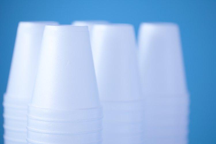 El poliestireno es muy no reactivo y no se disuelve en agua.
