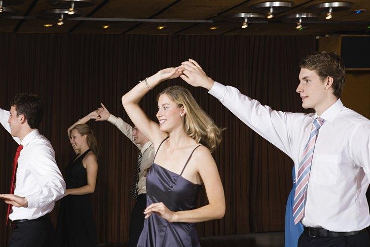 Las parejas pueden unirse para una clase de baile, disponible en estudios por toda la ciudad de Nueva York.