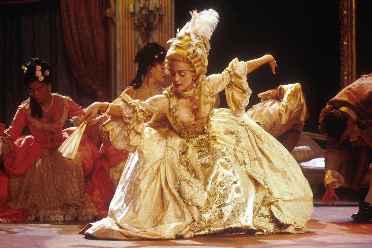 """El vestuario de Madonna para su interpretación de """"Vogue"""" tiene prestados elementos de las épocas victoriana y eduardiana."""